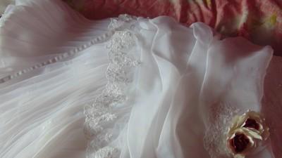 Nowiutka suknia ślubna