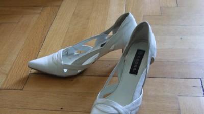 oddam białe buty