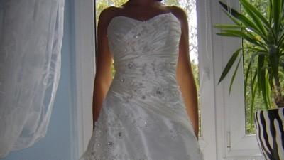 Oryginalna suknia ślubna z kryształakami Svarovsky'ego