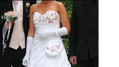 Oryginalna Suknia Ślubna zdobiona kamieniami Swarovskiego