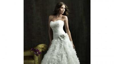 Oszałamiająca suknia ślubna ALLURE