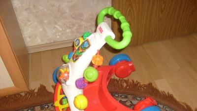 Pchacz - chodzik Fisher - Price
