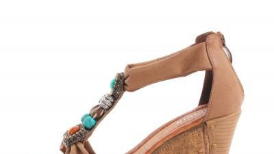 Piaskowe sandały na koturnie Kamyki