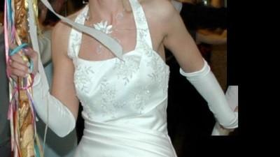 Piękna a zarazem prosta suknia  ecru