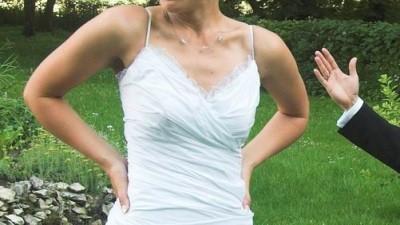 piękna, biała, oryginalna suknia z falbanami