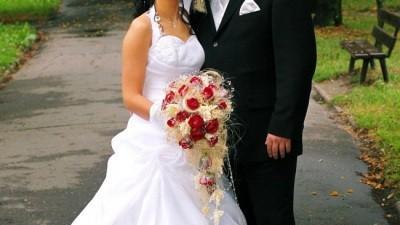 Piękna biała suknia