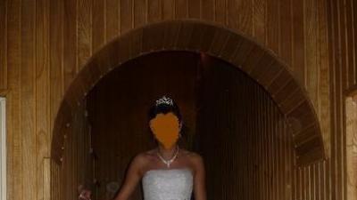 piękna biała suknia Shirvan dla księżniczki