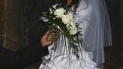 Piękna biała suknia ślubna 36