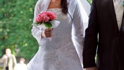 piekna brokatowa suknia ślubna