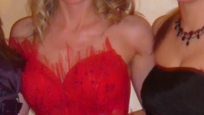 Piękna czerwona Emmi Mariage
