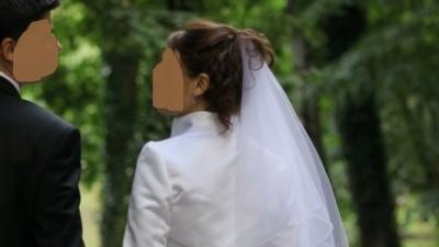 Piękna, delikatna suknia ślubna, szyk i elegancja