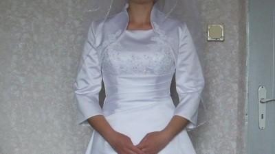 Piękna elegencka suknia ślubna