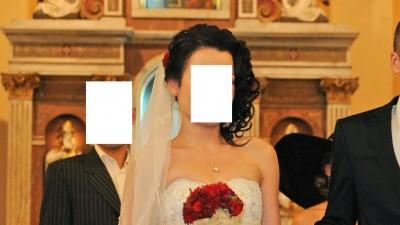 Piękna hiszpańska suknia ślubna Annais Bridal w kolorze Light Gold