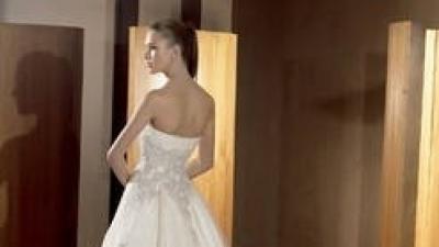 Piękna Hiszpańska suknia ślubna Atelier Diagonal 819. Kolekcja 2009