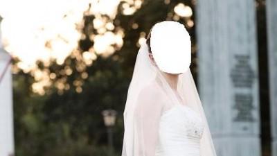 piękna jedwabna suknia ślubna z trenem