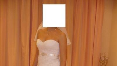 Piękna koronkowa suknia