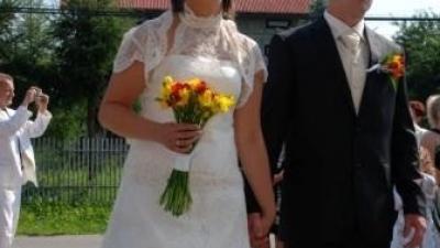 piekna koronkowa suknia slubna