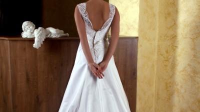 Piękna nowa suknia ślubna