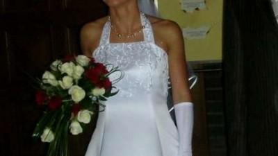 Piękna, pełna wdzięku suknia