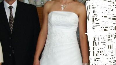 Piękna skromna suknia