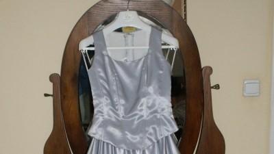 Piękna srebrna suknia z salonu prestige rzeszów roz. 36/38