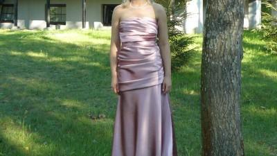 Piękna sukienka wieczorowa