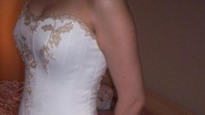 piekna suknia Agnes