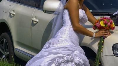 piękna suknia, kryształki, hafty,  r.38