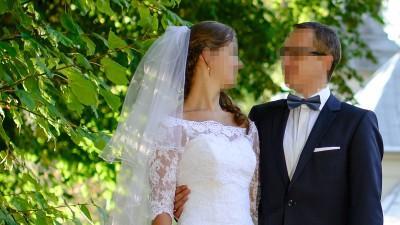 Piękna suknia ślubna - biała syrenka z dodatkami