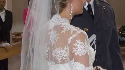 piękna suknia ślubna Demetrios 1396 - Ivory + bolerko