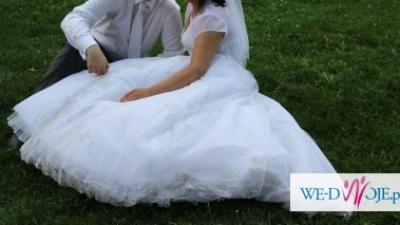 Piękna suknia ślubna Demetrios 933