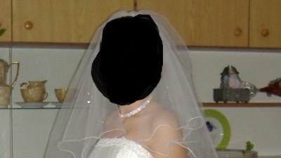 piekna suknia ślubna ecru
