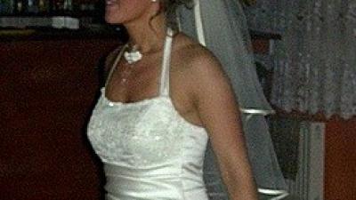 Piękna suknia ślubna koloru jasne ecru