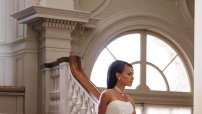 piękna suknia ślubna plus welon