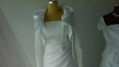 Piękna suknia  ślubna, rozmiar 44-46 , może być również dla kobiet w ciąży