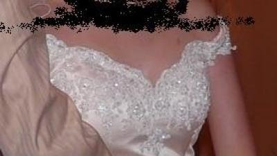 piękna suknia ślubna w małym rozmiarze