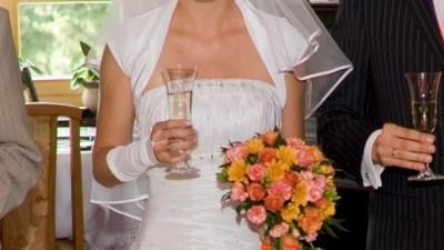 Piękna suknia ślubna z kolekcji Emmi Mariage