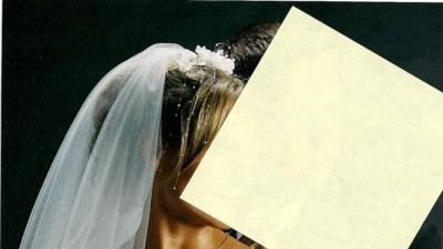 piękna suknia ślubna z koronkowymi dodatkami