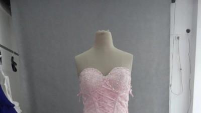 piekna suknia slubna z pior
