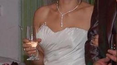 piękna zdobiona suknia ślubnia