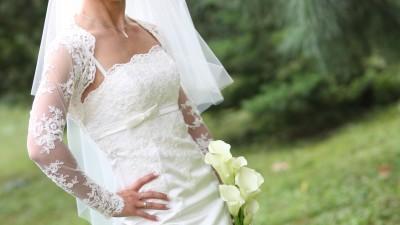 Piękny zestaw suknia, welon oraz koronkowe bolerko