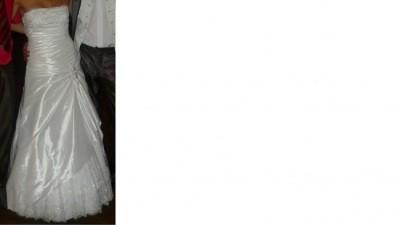 prosta a zarazem bardzo elegancka suknia ślubna