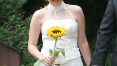 prosta i bardzo elegancka suknia ślubna