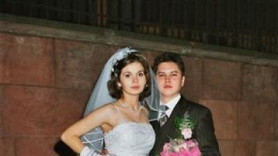 Prosta i elegancka suknia ślubna