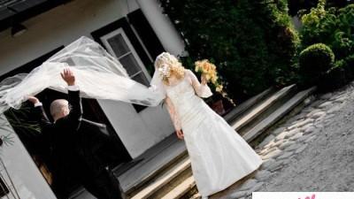 Przepiękna Obszyta KORONKĄ Suknia Ślubna