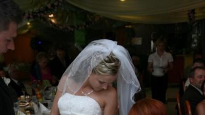 Przepiękna suknia z koronki WHITE ONE 427