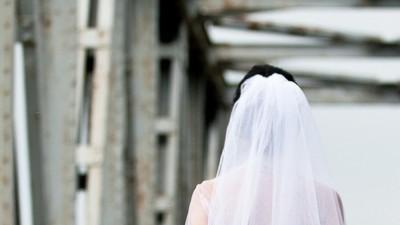 Przepiękna suknie ze zdobieniem koronkowym