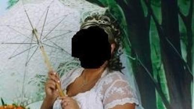 Prześliczna biała i błyszcząca suknia ślibna