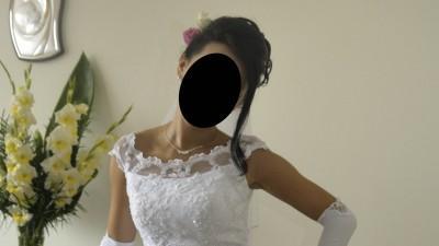 prześliczna delikatna śnieżnobiała suknia ślubna