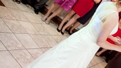 Prześliczna suknia ecru na ramiączkach